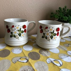Vintage Strawberry flower mug set of 2